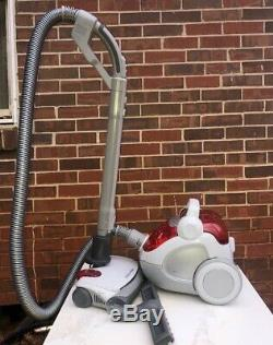 Electrolux Twin Clean Bagless Vacuum Cleaner EL7055 with powerhead and attach